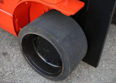 Toyota-7FGCU45-BCS-Front-Wheel